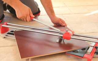 Как резать плитку без сколов плиткорезом